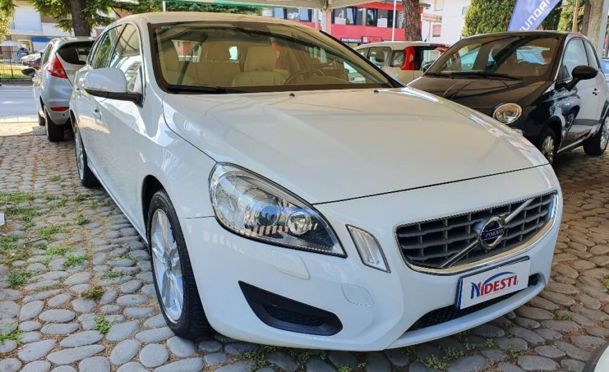 VOLVO V60 2.0 D3 136cv GEARTRONIC MOMENTUM STUPENDA!!!!